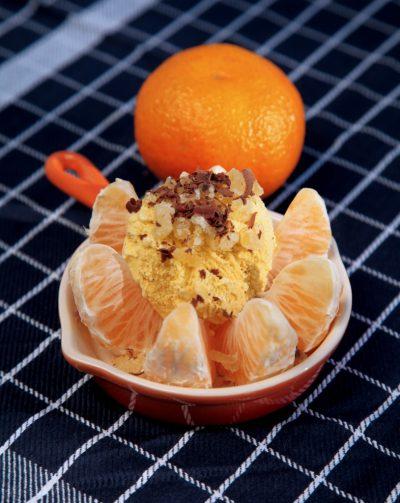 Vanilleeis auf Clementine mit Ingwer und Schoko