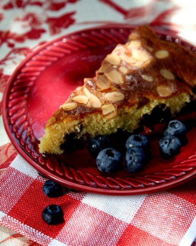 Rührkuchen mit heimischen Beeren