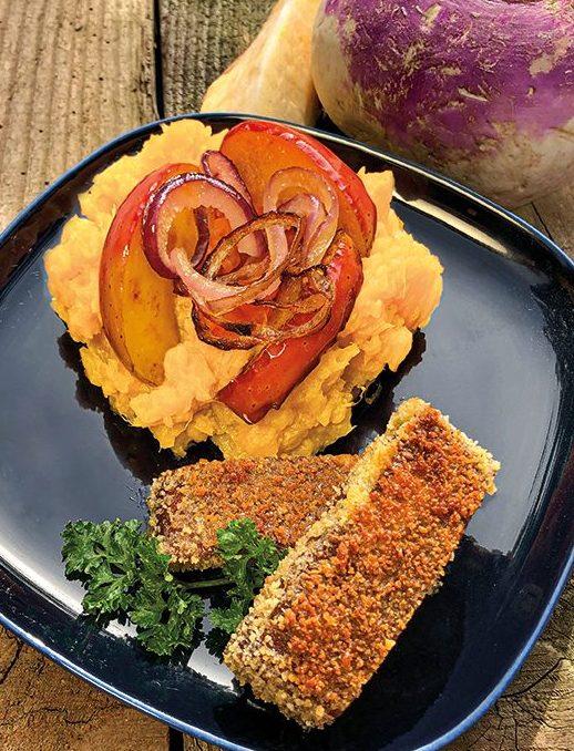 Steckrübenstampf mit Apfel-Zwiebeln und Tofu-Sticks